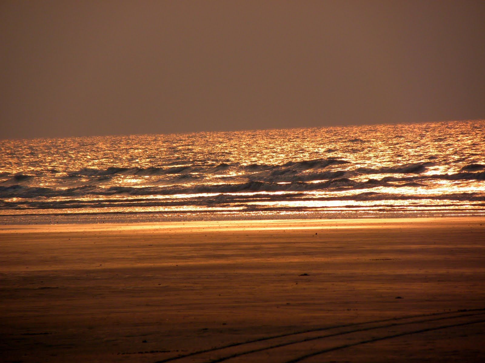 Golden-waves-at-Mandarmani